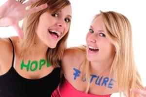 zwei junge Frauen mit