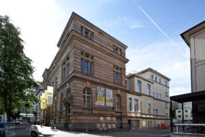 Straßenansicht des Hauses der Akademien in Freiburg