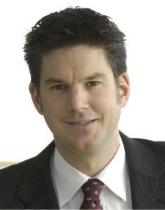 Portraitaufnahme des Rechtserxperten Tobias Klingelhöfer