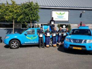 das Weed Team mit Fahrzeugen zur umweltfreundlichen Unkrautbekämpfung