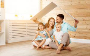 junge Familie in den eigenen vier Wänden