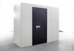ein Wertstoffraum - großer Kasten mit Tür