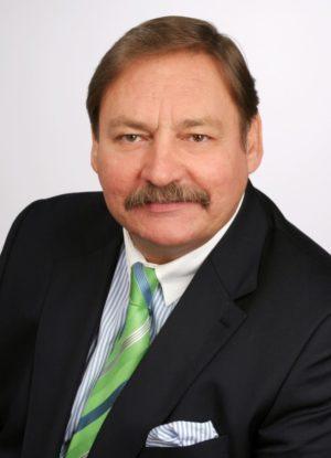 Roland Franz ist Steuerberater und Geschäftsführender Gesellschafter der Steuerberatungs- und Rechtsanwaltskanzlei Roland Franz & Partner in Düsseldorf, Essen, Velbert