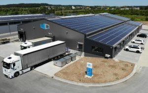 Lagerhallendach mit Photovoltaikanlage