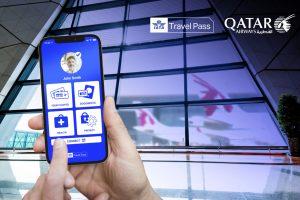 eine Hand hält ein Handy mit geöffneter App